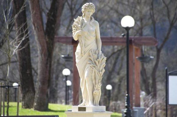 Pour ravaler des façades ou restaurer des statues en pierre vous pouvez choisir le nettoyage laser.