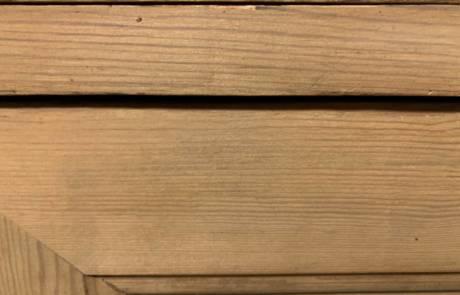 Détails sur la fibre du bois après passage laser